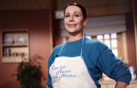 Siete momentazos de Con las manos en la masa, el programa con los que Elena Santonja nos enseñó a cocinar