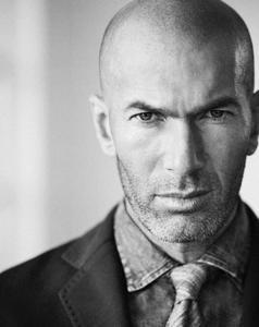 El futbolista Zinedine Zidane, nueva imagen de Mango Man
