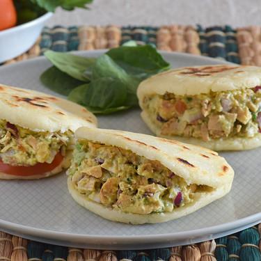 Arepas Reina Pepiada: receta típica venezolana con un delicioso relleno de pollo y aguacate