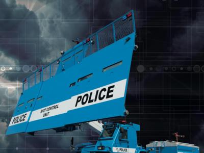 Este es el camión antidisturbios de Bozena: una pared móvil con el agua como principal arma