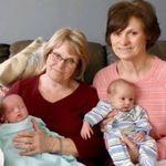 Una madre soltera de trillizos pide ayuda en su comunidad, ¡y sus hijos ganan tres abuelitas!
