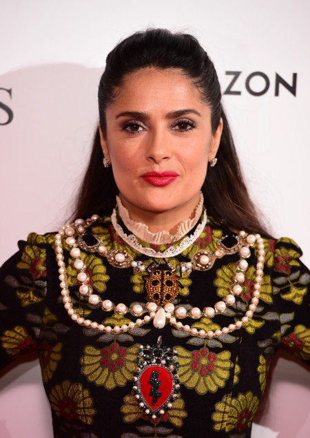 Una Salma Hayek muy a lo Frida Khalo en la première de su película Tale of Tales