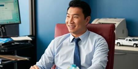 Antes de repartir estopa como Shang-Chi, Simu Liu fue modelo de fotos de stock, y los fans lo están gozando