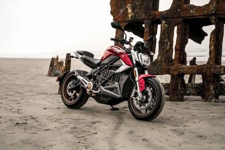 110 CV, 190 Nm y hasta 320 km de autonomía para la Zero SR/F, la nueva referencia entre las motos eléctricas