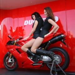 Foto 2 de 35 de la galería las-pit-babes-de-estoril-en-una-ducati-1098 en Motorpasion Moto