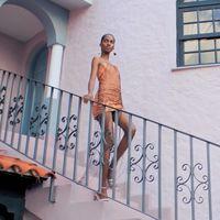 El nuevo fashion film de Jacquemus te hará soñar en una isla tropical, el verano y sus accesorios (que son lo más)