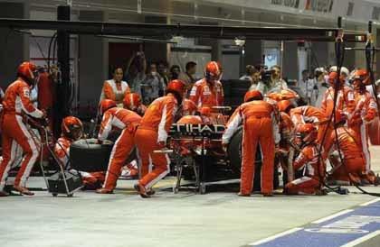 Ferrari recupera la 'piruleta' y se olvida del semáforo