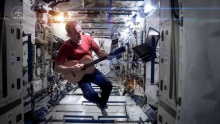 Cómo Bowie consiguió que pudiésemos disfrutar de 'Space Oddity' cantada en el espacio