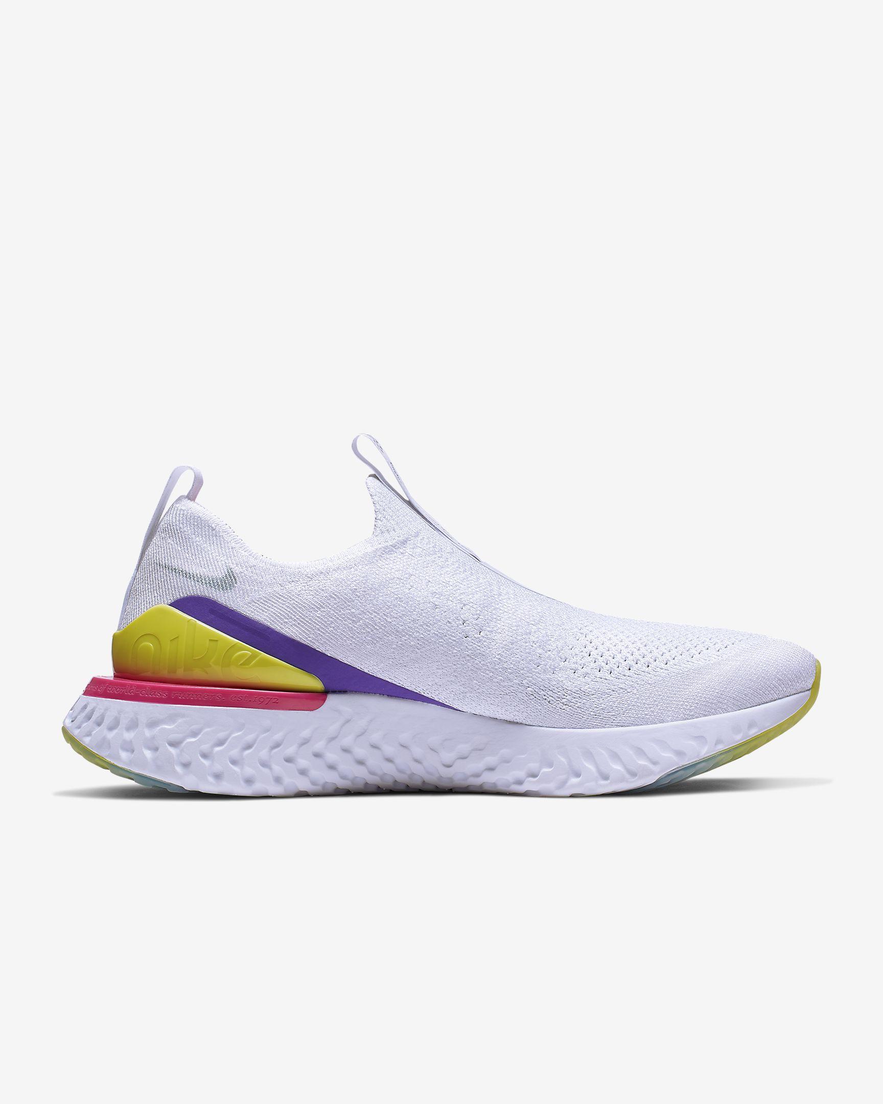 Zapatillas de running blancas con detalles de color