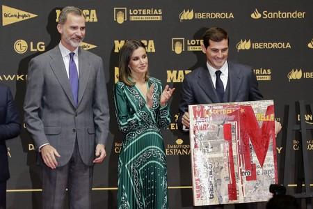 Iker Casillas defiende con estilo un traje de tres piezas de Scalpers
