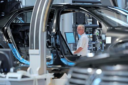 La industria del automóvil está huyendo del Reino Unido. Así que Europa compite por repartírsela