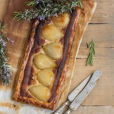 Tarta de peras con crema de almendra y sirope de arce: receta