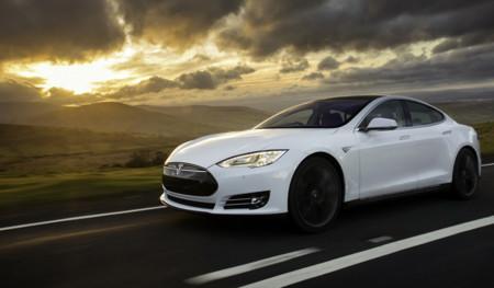 """Tesla y su programa """"recomienda a un amigo"""": se habla de 5.000 ventas en dos meses"""