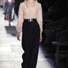 Foto 44 de 61 de la galería chanel-alta-costura-otono-invierno-2012-2013-rosa-gris-brillos-y-nuevo-vintage en Trendencias