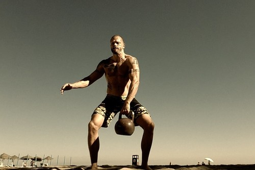 Cinco ejercicios de CrossFit que puedes hacer con kettlebells