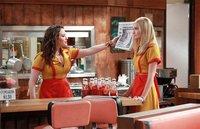 '2 Broke Girls', otra comedia de estreno con temporada completa garantizada
