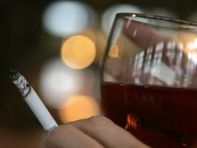 Los hábitos alimentarios de los fumadores y sus riesgos para la salud