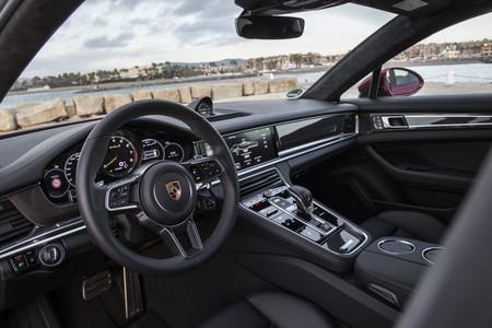 Porsche Panamera Sport Turismo Turbo S-Hybrid