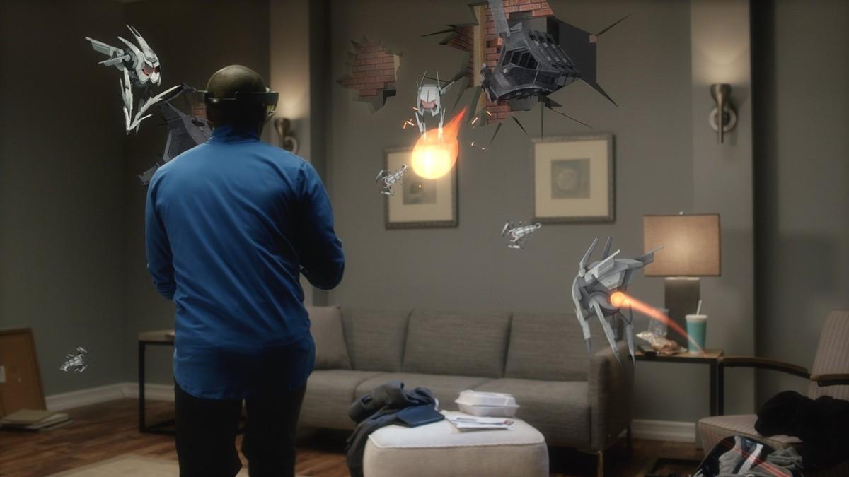 Con qué apps y juegos quiere convencernos Microsoft de que su realidad mixta es mejor que la realidad virtual
