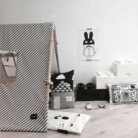 estampados gr ficos en blanco y negro para decorar el dormitorio de tu beb. Black Bedroom Furniture Sets. Home Design Ideas