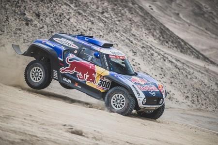 Carlos Sainz pierde sus opciones en el Dakar en una tercera etapa liderada por Stéphane Petehansel