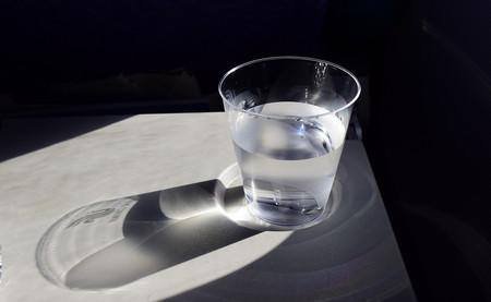 Los extraños argumentos de la industria contra el agua del grifo por ley en los restaurantes
