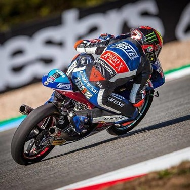 Marco Bezzecchi se lleva la pole de Moto3 en Austria tras un emocionante duelo con Jorge Martín