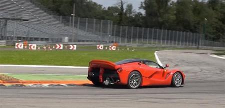 El Ferrari LaFerrari XX corre tanto que se autolesiona