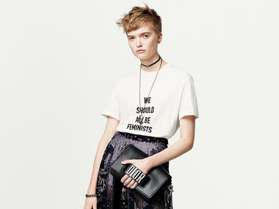 La ya mítica camiseta feminista de Dior financiará la ONG de Rihanna