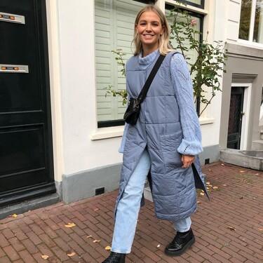 El chaleco acolchado azul que triunfa en Instagram está en las rebajas de H&M a mitad de precio