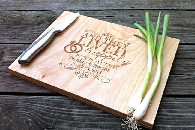 Quieres una tabla de cortar personalizada mira - Como hacer una tabla para picar de madera ...