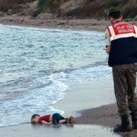 Un año después de esta foto hemos tenido 423 Aylan muertos en las costas de Europa