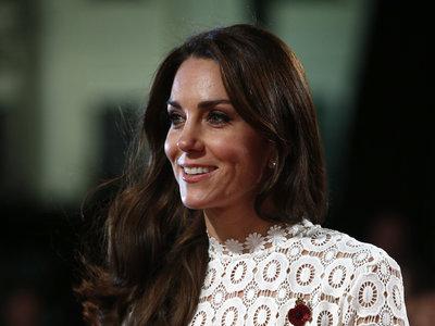 Kate Middleton asiste a una premier en Londres y se convierte en la (novia) estrella invitada