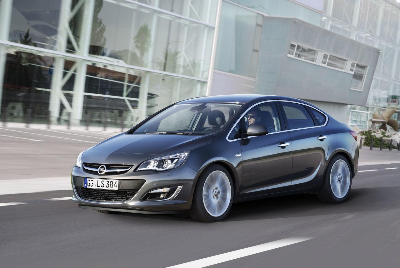 Foto de Opel Astra 2012 (14/28)