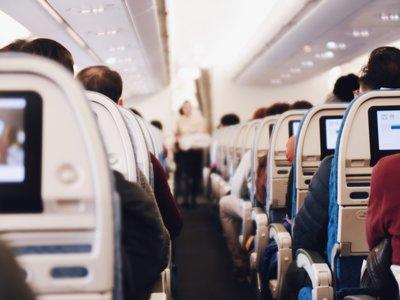 ¿Por qué hace tanto frío en los aviones?