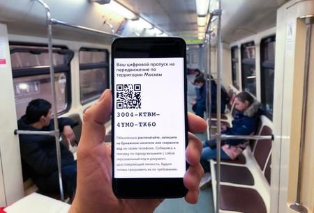 El sistema de códigos QR de Moscú para acceder al transporte público muestra lo difícil que es controlar la epidemia a base de aplicaciones