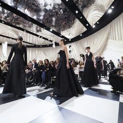 Foto 10 de 74 de la galería dior-alta-costura-maria-grazia-chiuri-y-su-magico-desfile-en-blanco-y-negro-primavera-verano-2018 en Trendencias