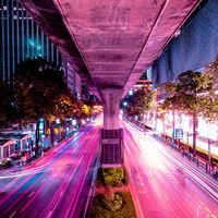 """'Bangkok Glow', capturando el """"eléctrico"""" ambiente nocturno de la capital tailandesa, por Xavier Portela"""