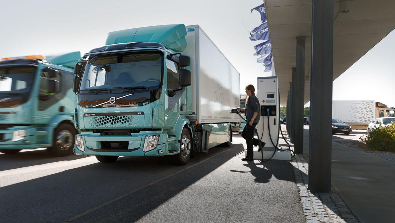 Camiones eléctricos: así son los planes de los principales fabricantes ante el reto de electrificar el...