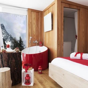 Esta suite en los Alpes con su mini bañera es justo lo que necesitas para Navidad
