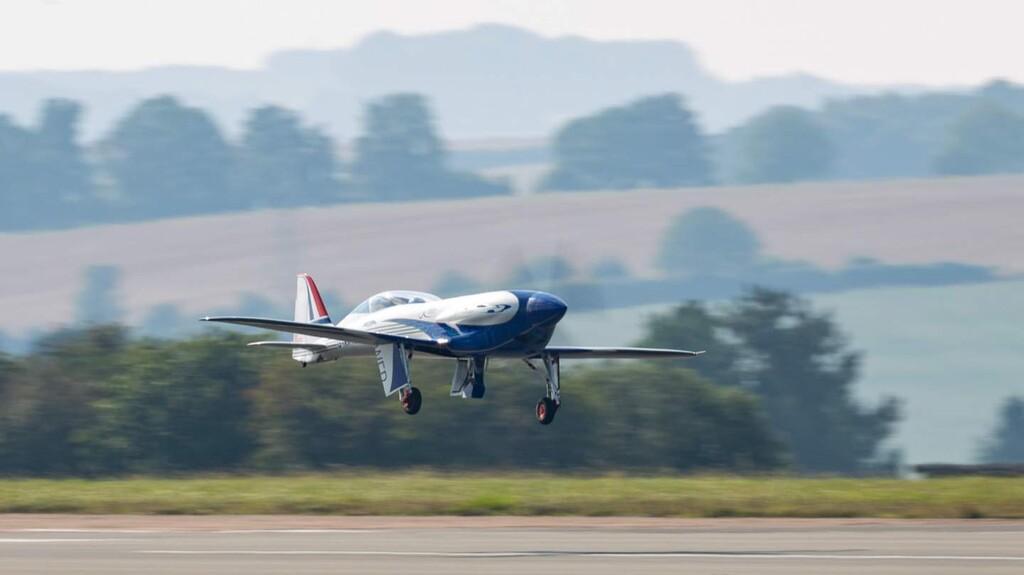 Así vuela Spirit of Innovation, el avión totalmente eléctrico de Rolls-Royce con un motor de 400 kW