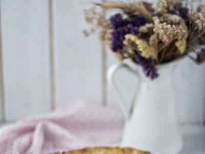 Tarta de manzana y crema de yogur. Receta fácil y sorprendente