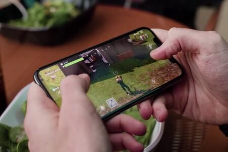 La comisión para pequeños desarrolladores baja hasta el 15% en la App Store, mientras la compañía mantiene su batalla legal contra Spotify y Epic