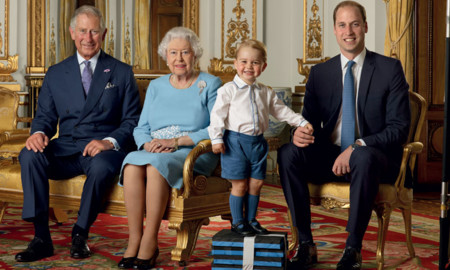 Su Graciosa Majestad cumple 90 y George sonríe en su sello de celebración