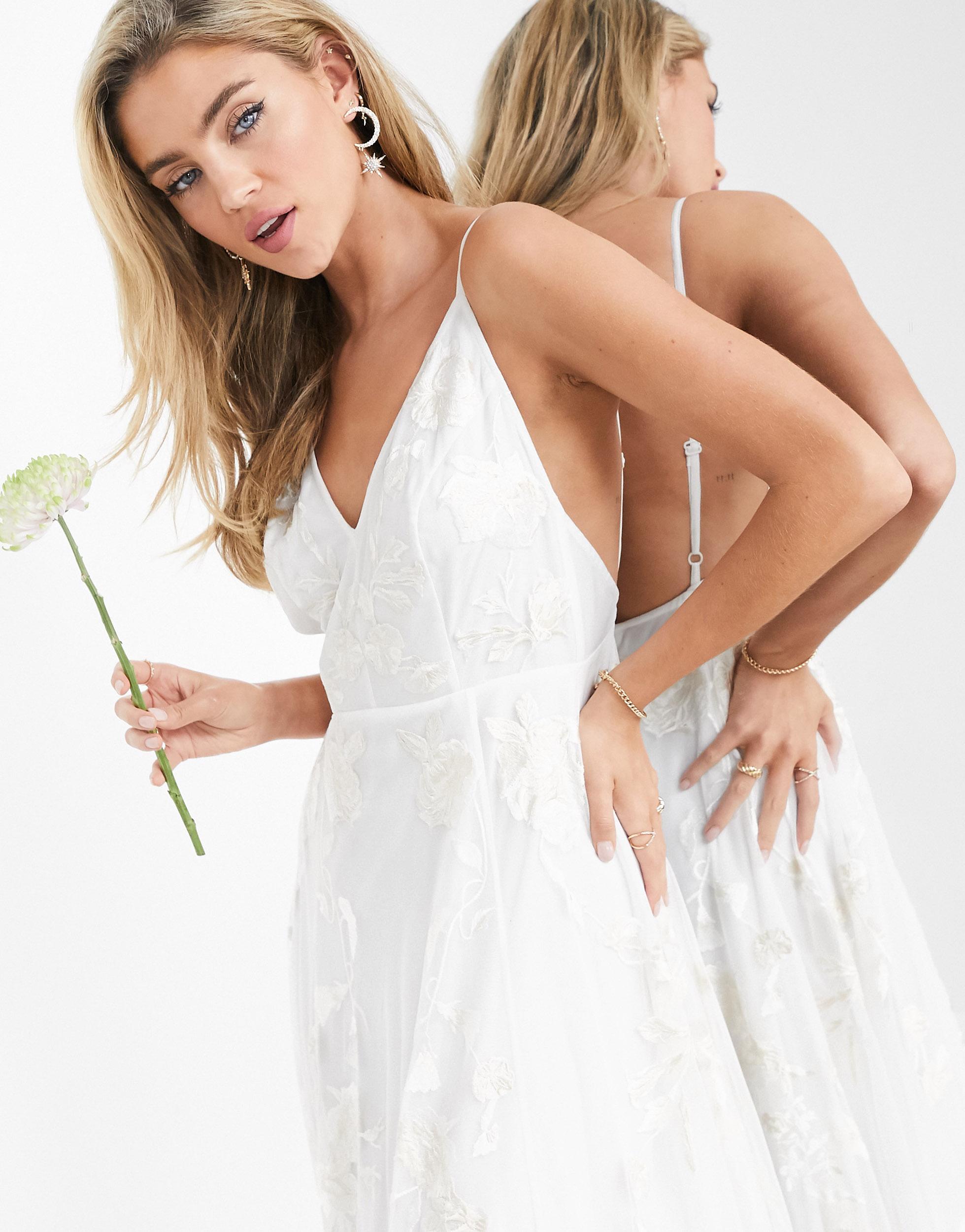 Vestido de boda de tirantes con bordados