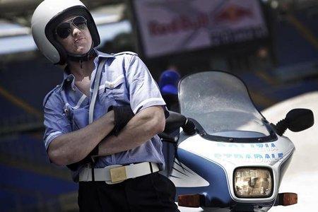 Red Bull X-Fighters de Roma, saltando con una Moto Guzzi de la policía italiana