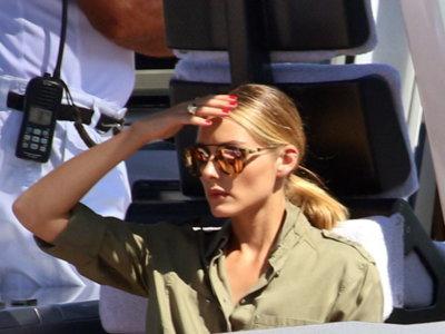 Olivia Palermo sigue derrochando estilo y repite con otra mini-falda de Zara