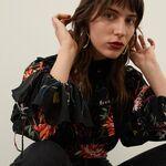 Nueve blusas románticas de H&M que te convertirán en la chica preppy de la oficina