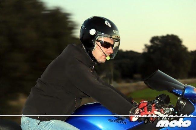 Prueba en moto del Manos libres de Fanoutics