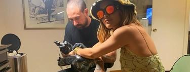 Rita Ora y sus dos nuevos (mini) tatuajes podrían inspirarte esta temporada